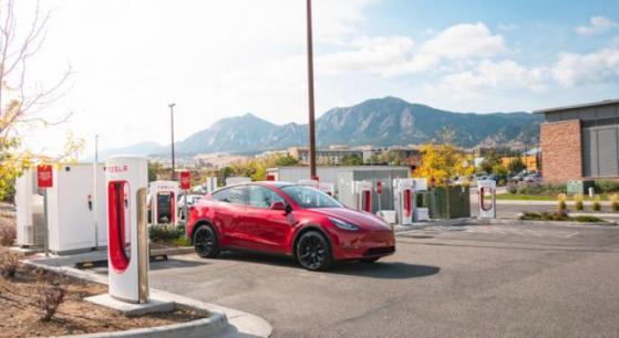 Model S de Tesla, velocidad de carga de 1.600km/h