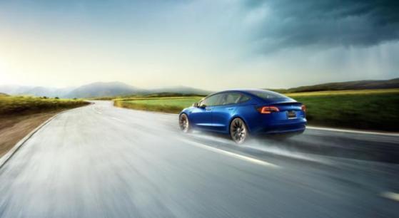 Model 3 de Tesla, ¿se puede conducir sobre el agua?